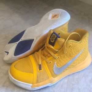 Kyrie Irving Mac and cheese Nike sneakers size 2